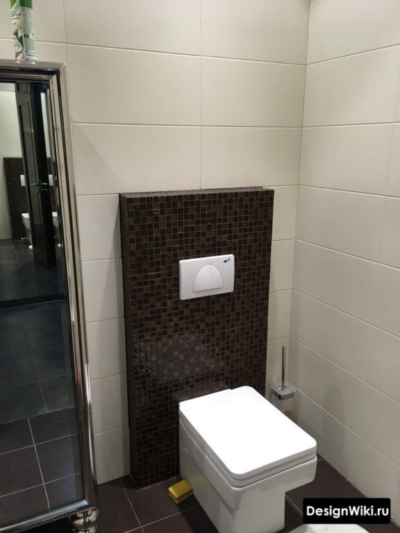 Подвесной ершик в туалете