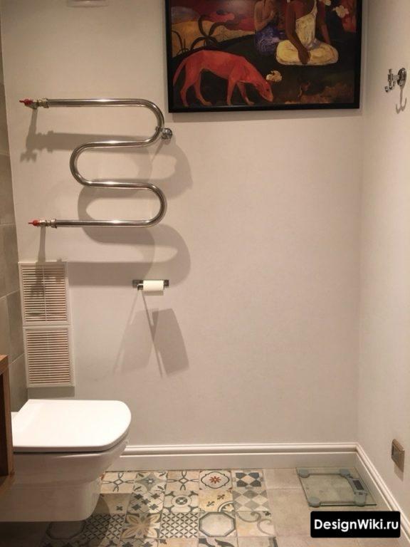 Пэчворк на полу в ванной