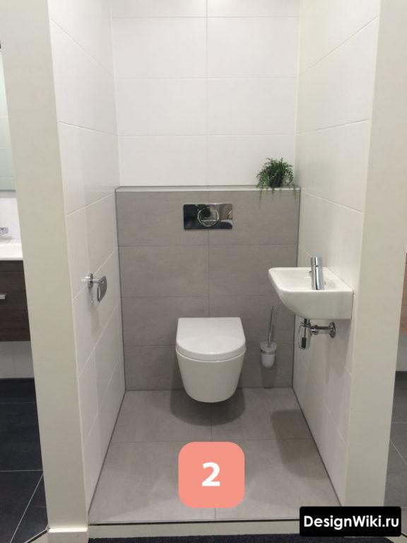 Симметричная укладка плитки в туалете