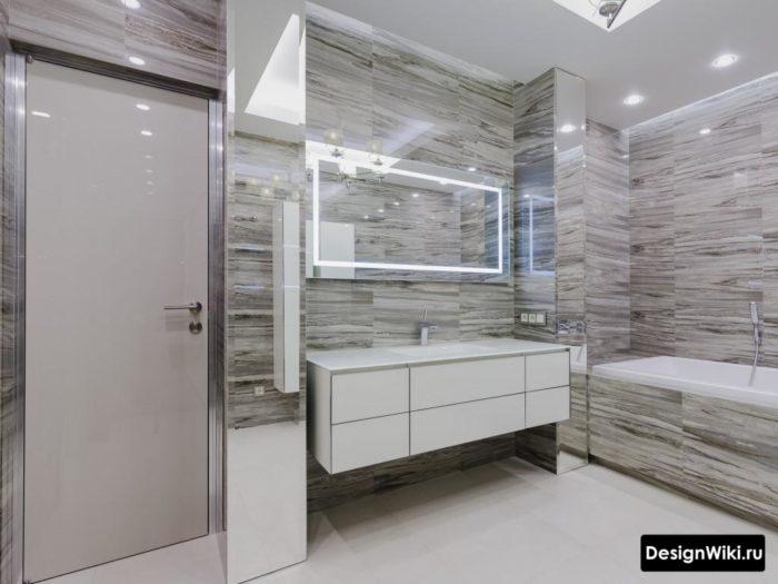 Скандинавский стиль в ванной с глянцевой плиткой