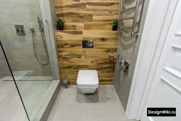 Современная идея сочетания цветов в ванной - серый и дерево