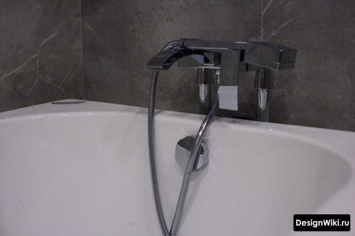 Современный дизайн смесителя для ванны