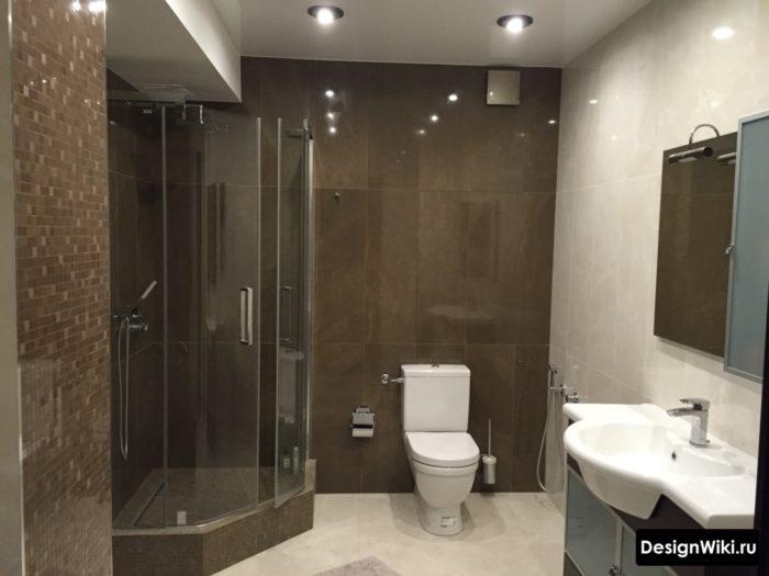 Современный дизайн совмещённой ванной с душем
