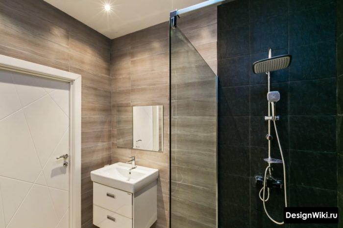 Современный интерьер ванной с душевой кабиной