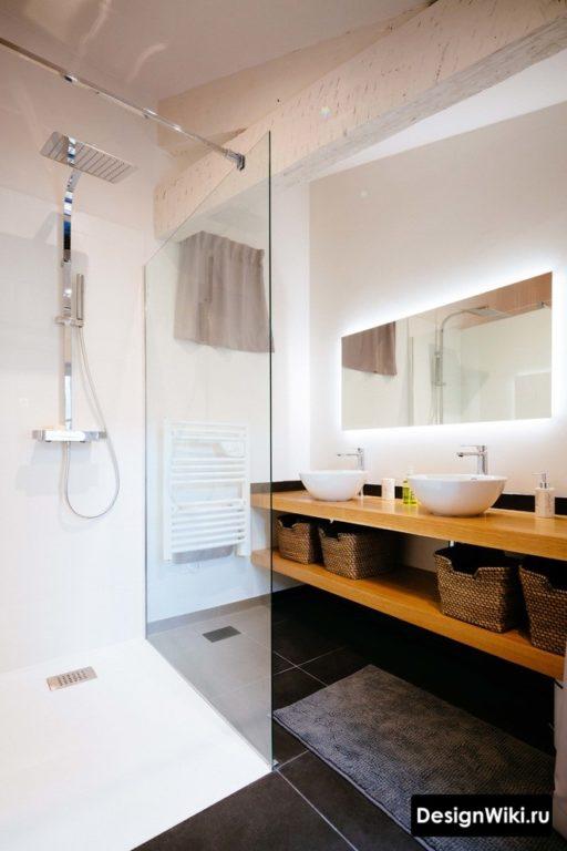 Стеклянная шторка в ванной в скандинавском стиле
