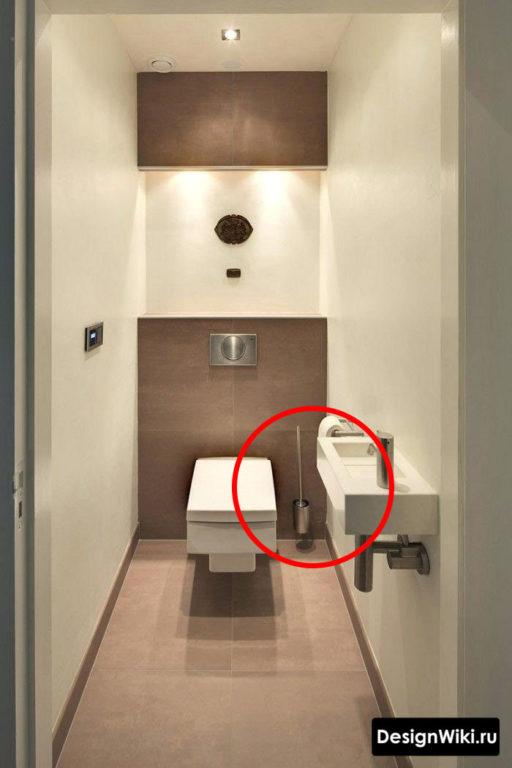 Туалет с подвесным ершиком из нержавейки