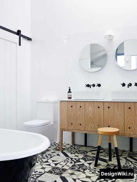 Ванная в скандинавском стиле с плиткой с узором