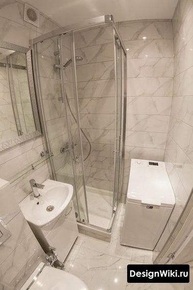 Ванная в хрущевке с душем, стиральной машиной и туалетом