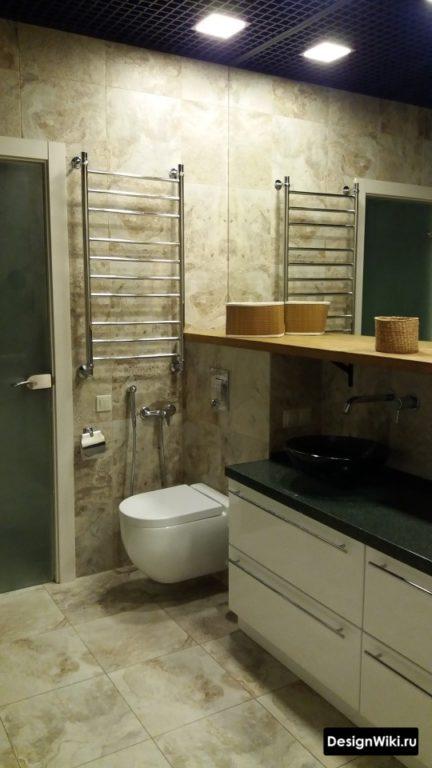 Гладкая плитка с имитацией бетона в ванной