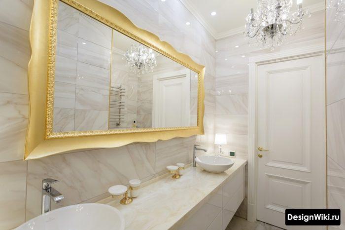 Глянцевая плитка под мрамор в ванной