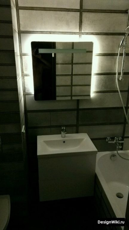 Зеркало с подсветкой в ванной стиле лофт