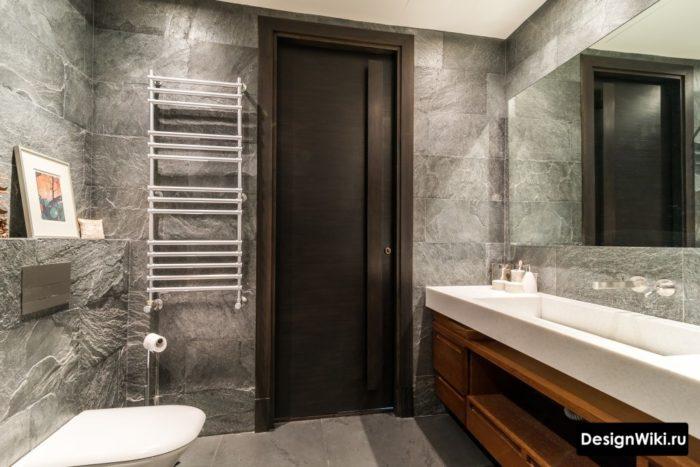 Плитка под серый камень в лофт ванной