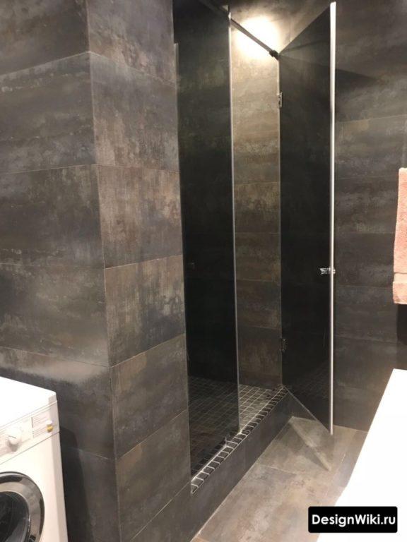 Плитка с имитацией металла в ванной