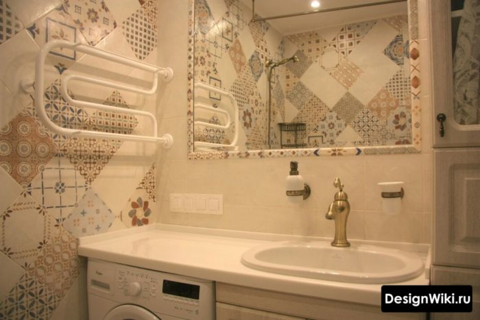Плитка с узором в ванной в хрущевке