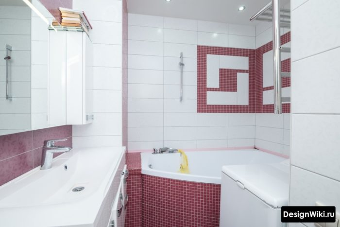 Сочетание белой и красной плитки в ванной