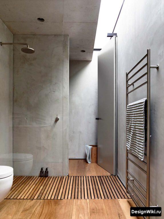 Сочетание декоративной штукатурки под бетон и в ванной с душем
