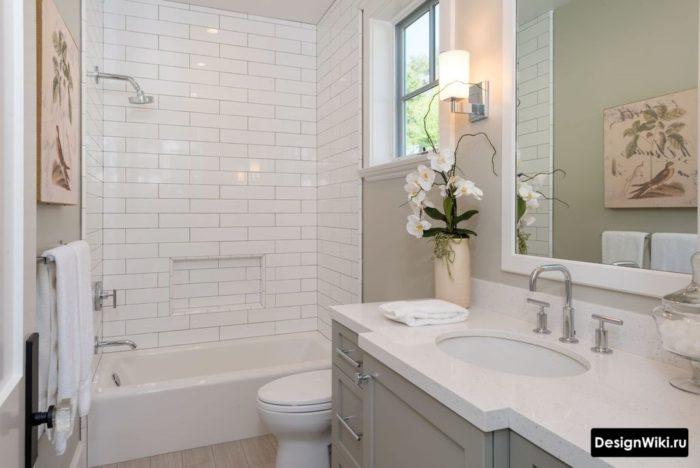 Встроенные смесители в классической ванной комнате