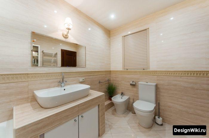 Горизонтальный бордюр в ванной комнате