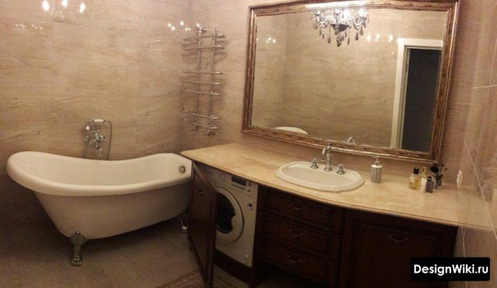 Интерьер ванной в стиле прованс в коричневом цвете