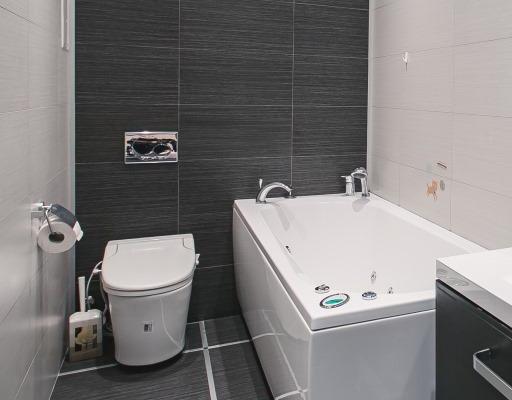 Как уложить плитку на стену ванной симметрично
