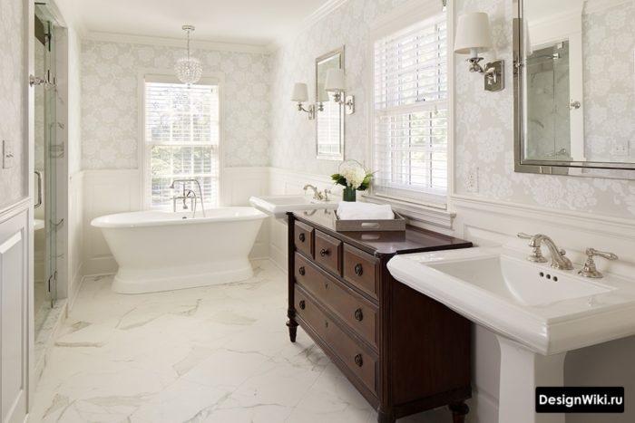 Классическая ванная в светлых тонах