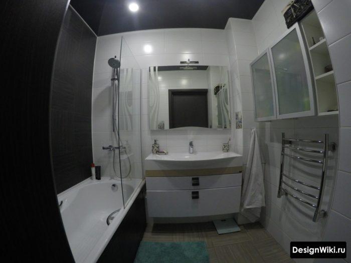 Матовый черный натяжной потолок в ванной