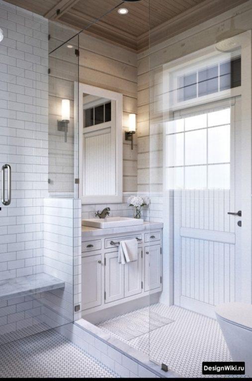 Напольная тумба с цоколем в ванной комнате