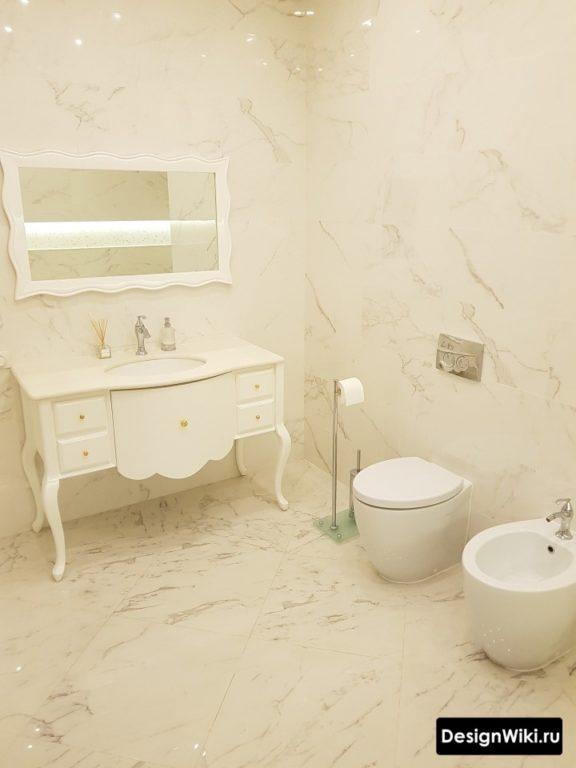 Плитка под мрамор в ванной в стиле прованс