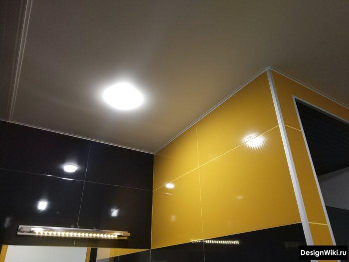 Почему натяжной потолок - лучшее что можно сделать в ванной
