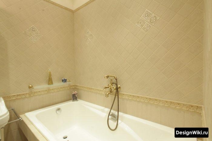 Прямоугольная приставная ванна в классическом стиле