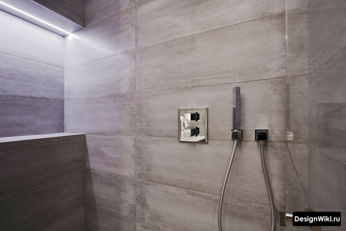Раскладка прямоугольного серого кафеля в ванной комнате