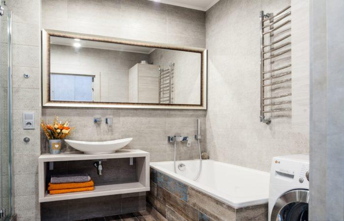 Стильная раскладка плитки в ванной комнате