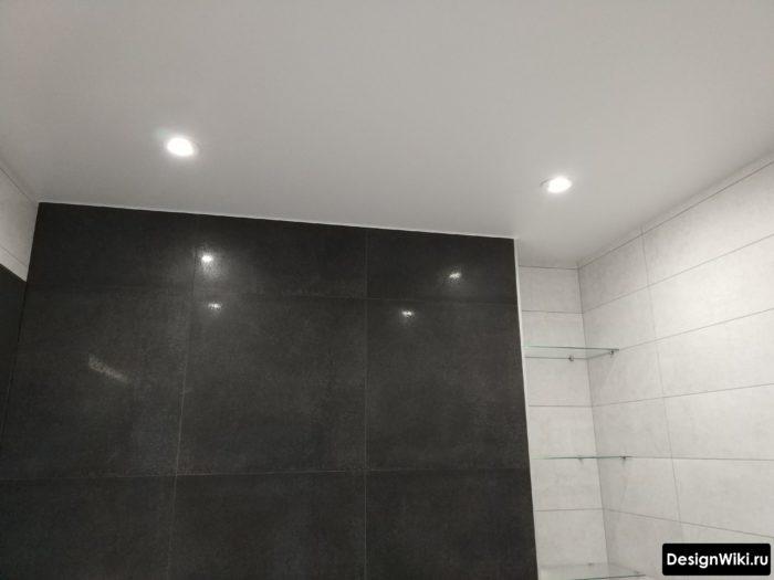 Фото натяжного матового потолка в ванной комнате