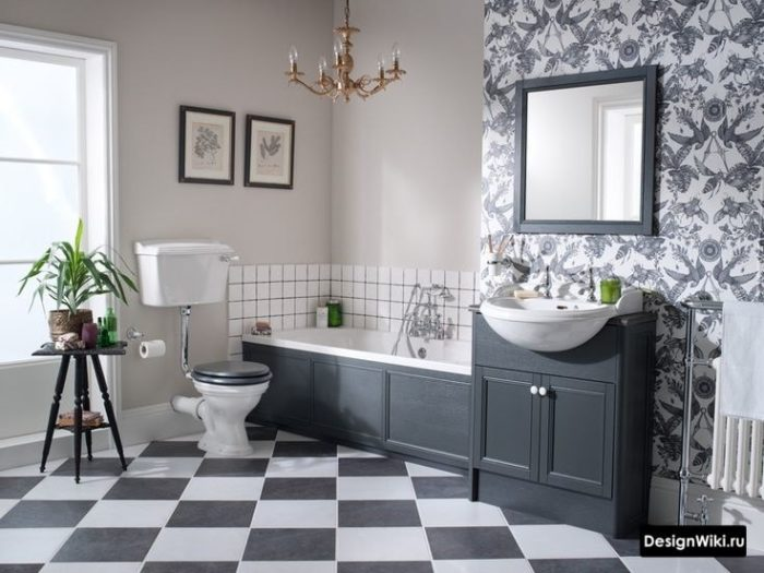 Шахматная плитка и обои в ванной в стиле прованс