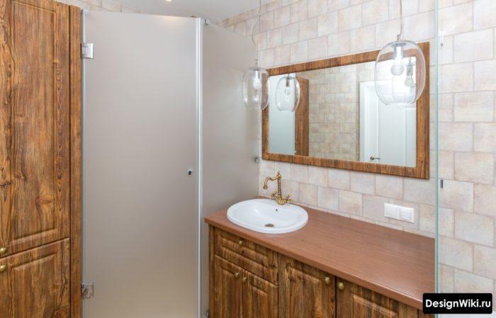 Шкафы из массива в ванной в стиле прованс