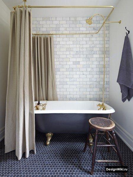 Шторки вокруг овальной ванной