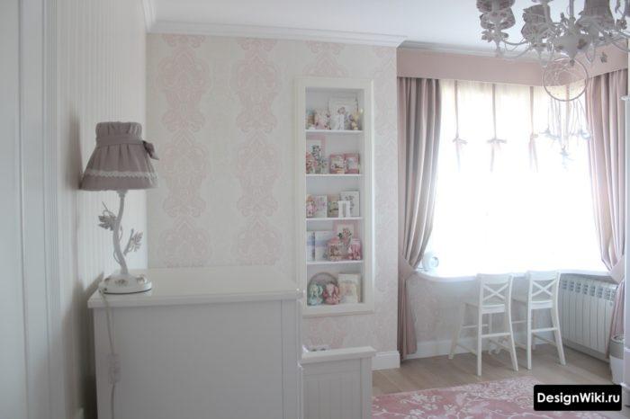 Бело-розовый прованс в комнате девочки подростка