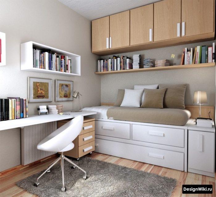 Белый цвет и дерево в комнате молодого человека