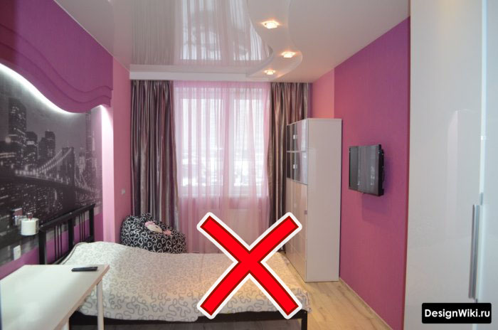 Глянцевый потолок и насыщенный розовый для девочки подростка