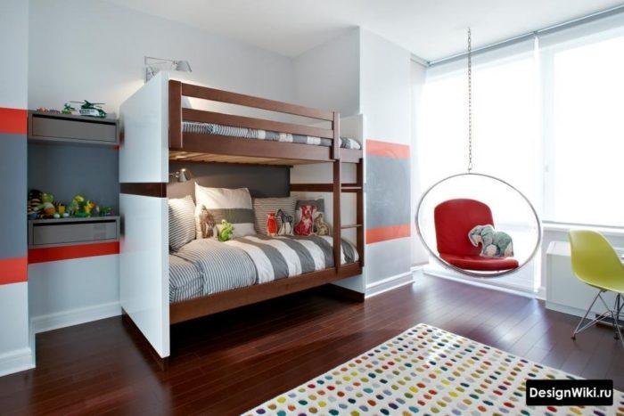 Двухъярусная кровать в комнате мальчика-подростка в стиле хай-тек