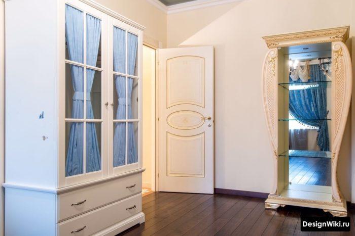 Классический белый мебельный гарнитур