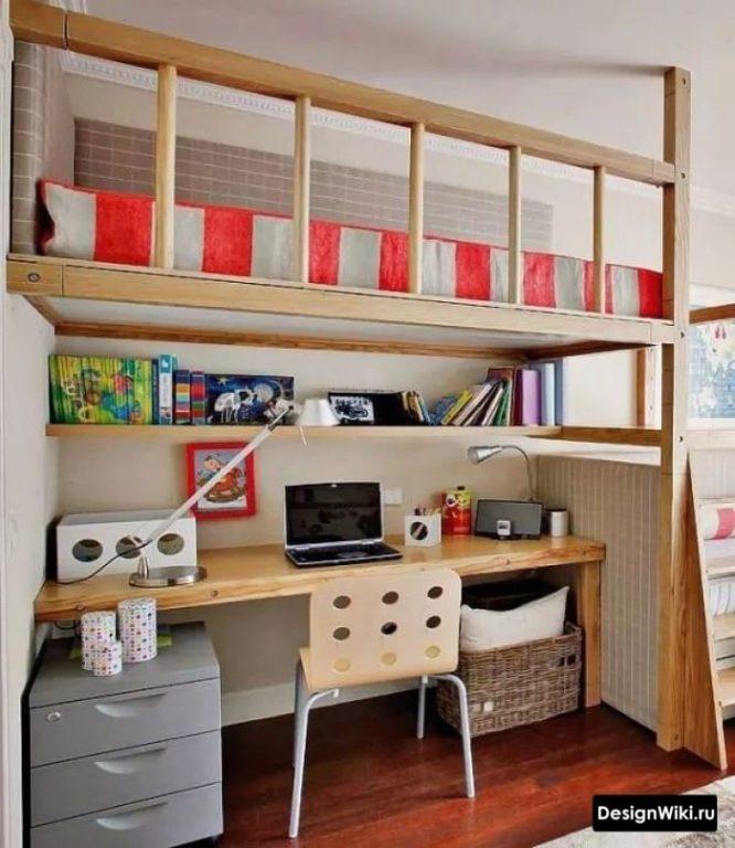 Кровать-чердак над столом в комнате подростка-мальчика