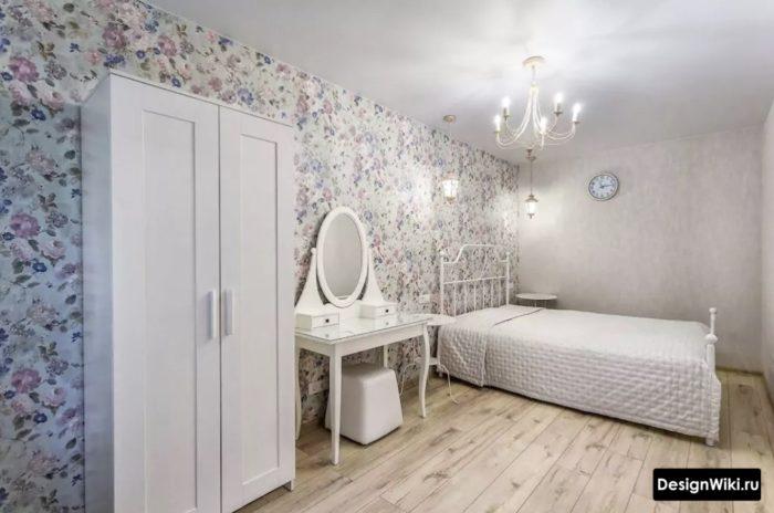 Модный классический ремонт в комнате подростка девочки