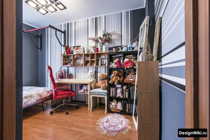 Обжитой интерьер комнаты подростка девочки