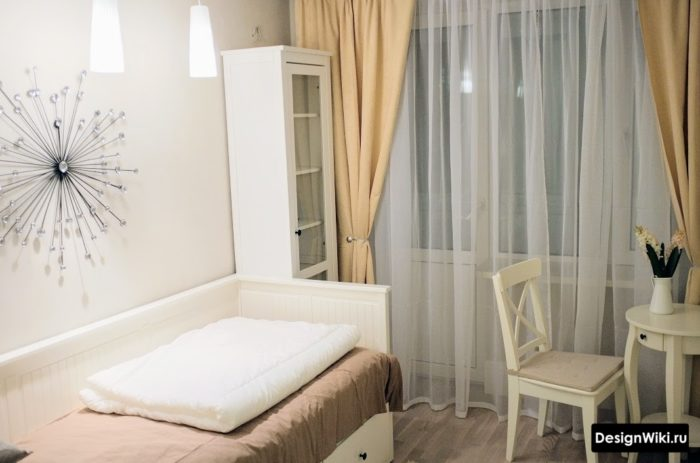 Персиковые шторы в комнате девочки в стиле прованс