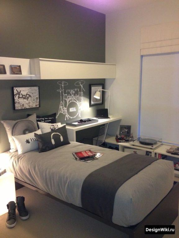 Полуторная кровать для мальчика подростка в интерьере