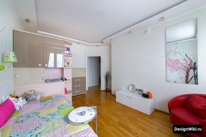 Реальное фото обычной комнаты девочки-подростка