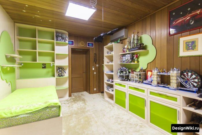 Салатовая мебель в комнате мальчика-подростка 12 лет