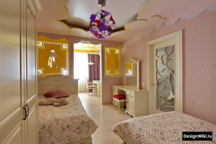 Сложный потолок из гипсокартона в комнате школьницы