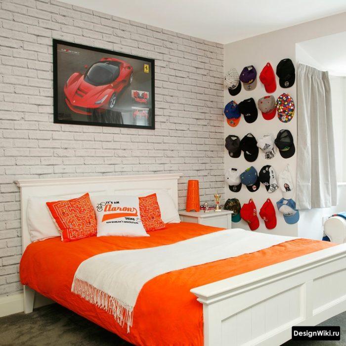 Сочетание белого и оранжевого в комнате подростка